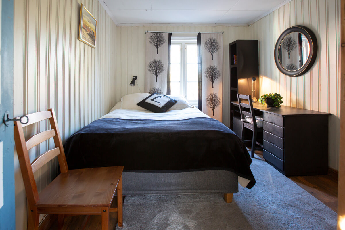 There is one Bed room on the first floor with a Continental Bed, Queen Size and a desk.