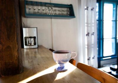 En kopp te till frukost i väntan på bed & breakfast