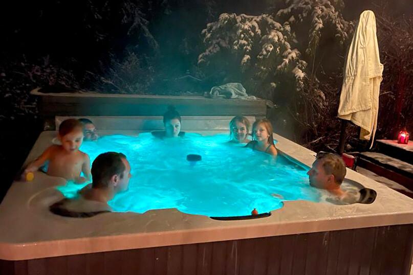 Rosenberg gård & stuga - bada i uppvärmt spabad med familjen