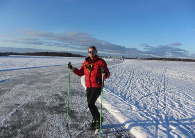 På vintern kan man åka långfärdsskridskor på sjön Långforsen.
